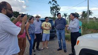 Célio Alves comemora ritmo acelerado da obra de asfaltamento da estrada de Cachoeira dos Guedes