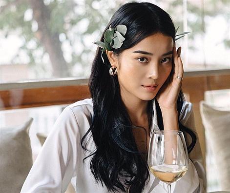 """Cận cảnh nhan sắc và thân hình quyến rũ của cô nàng """"giật bồ"""" Hương Giang Idol"""