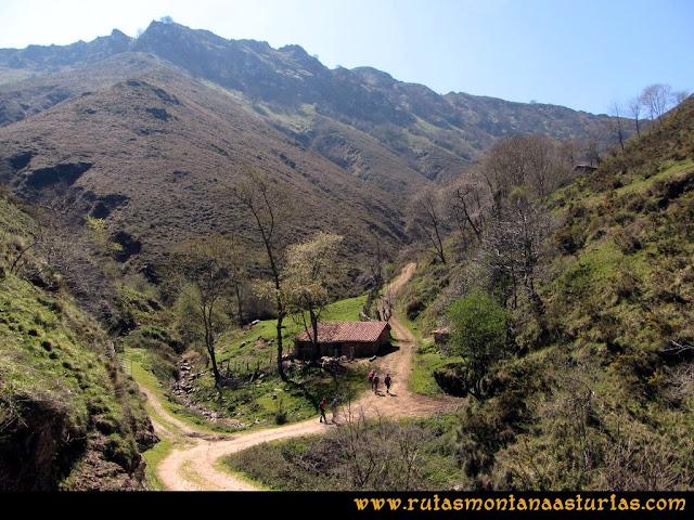Ruta Ardisana, pico Hibeo: Vista del Hibeo desde las inmediaciones del arroyo Orticeda