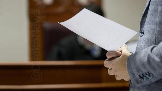 juiz conhece direito advogado fatos correto