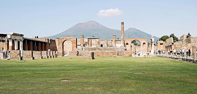 Pompeii tourist Place - Yatraworld