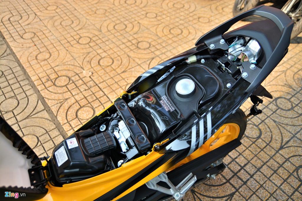 Honda Sonic với dàn áo Ferrari ở TP.HCM