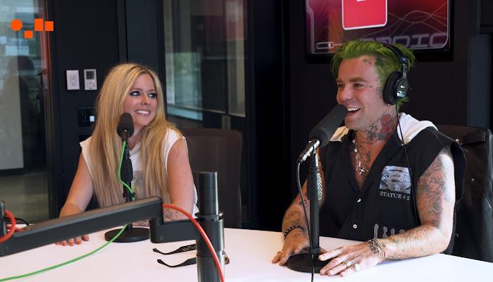 Avril Lavigne relata cómo llevó a Tony Hawk a su casa para grabar su debut en TikTok