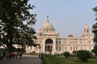 side view of victoria memorial hall
