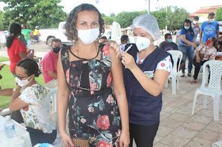 Secretaria municipal de Saúde realiza dia D para vacinar profissionais da educação contra Covid-19.