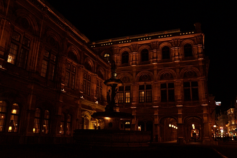 Wiener Staatsoper am Abend