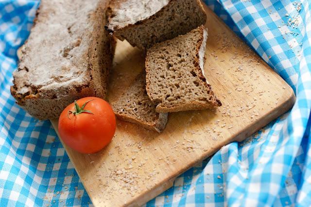 chleb razowy pełnoziarnisty