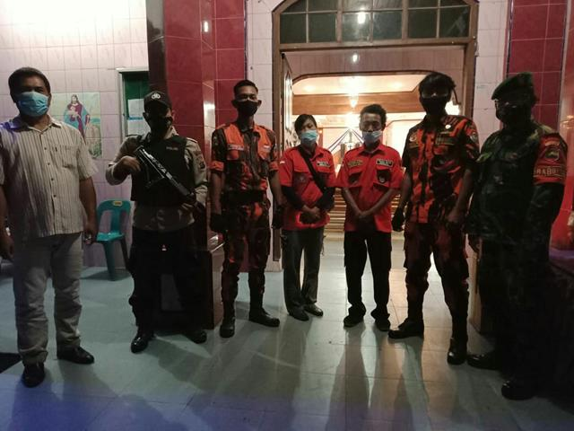Personel Jajaran Kodim 0208/Asahan Dan Babinkamtibnas Patroli di Gereja Dalam Perayaan Paskah
