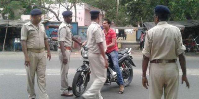 JABALPUR NEWS : पुलिस चेकिंग के दौरान शराबी पुलिसकर्मी ने महिलाओं के सामने अभद्रता