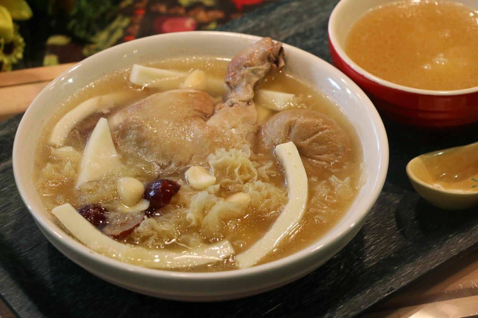 Fen's Cooking: 椰子雪耳無花果雞湯