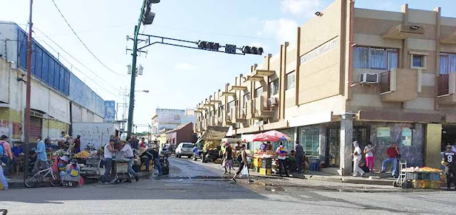 BUHONEROS SE APODERARON DEL CENTRO DE CARORA