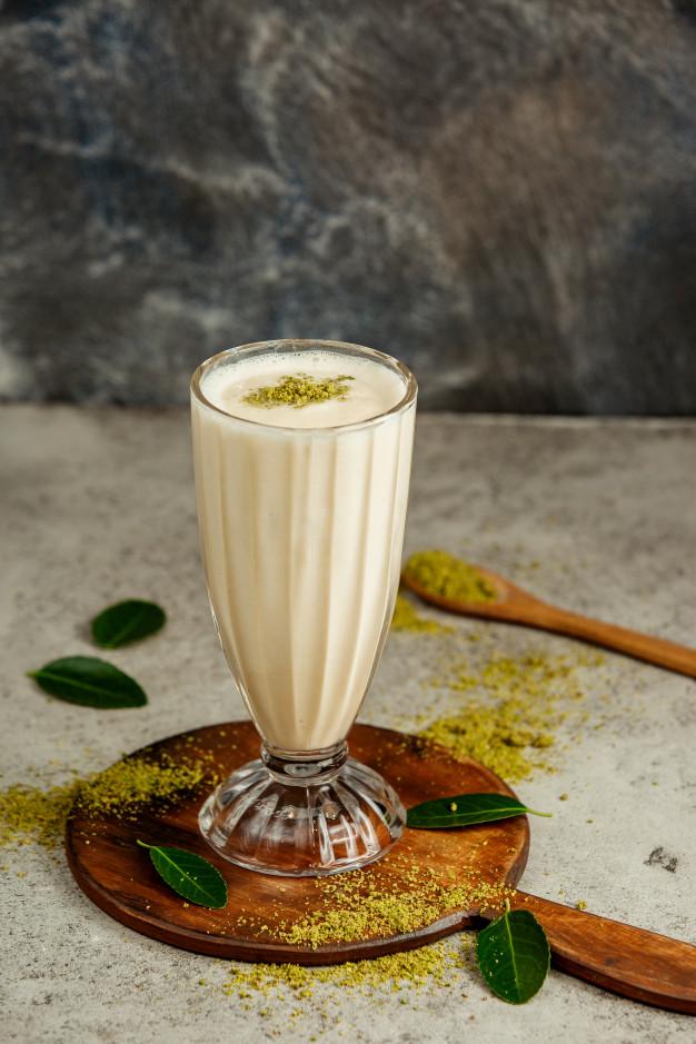 How to make a vanilla milkshake