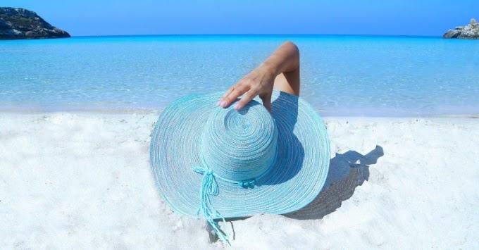 Jaga Kulit Saat Liburan ke Pantai Dengan 6 Cara Ini