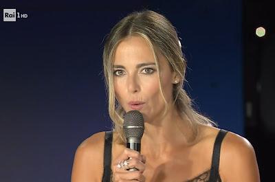Francesca Fialdini prime rughe sopra il labbro superiore foto conduttrice tv