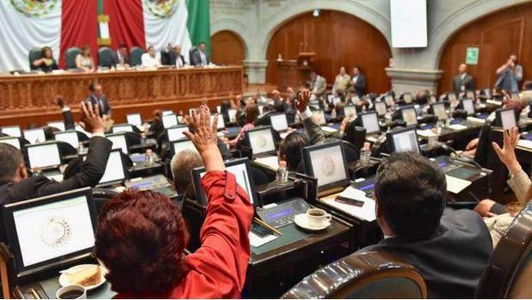 Congreso del Estado de México eleva edad de jubilación a burócratas.