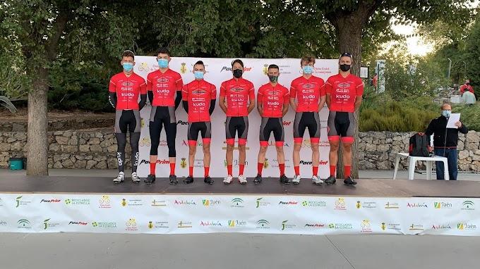 El Tenerife BikePoint Pizzería Española se lució en la fuga de la jornada en Torredonjimeno