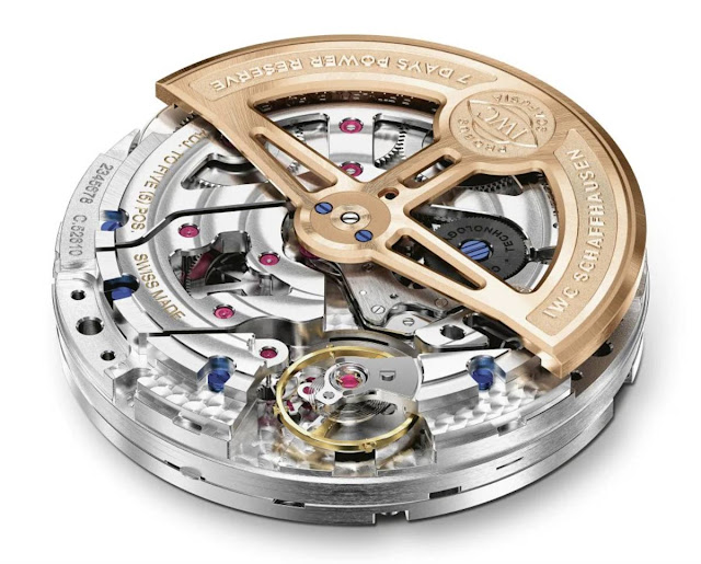 The IWC-manufactured calibre 52010 is equipped with a Pellaton winding system with ceramic components