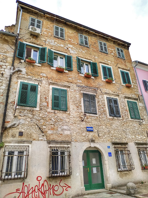 zaułki w miastach w Chorwacji, uliczki, miasto Rijeka