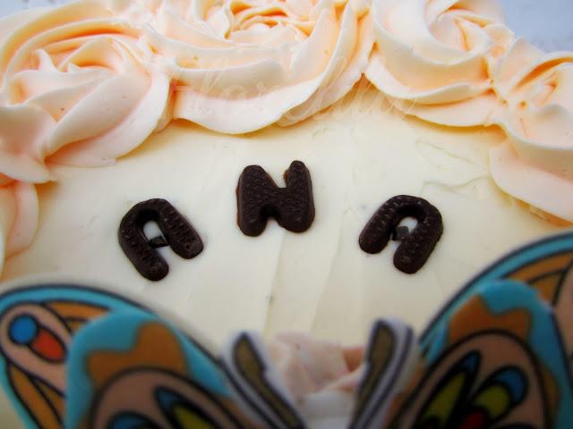 me apeteca preparar una tarta tipo layer cake de esas que son altas y preciosas bueno la ma para ser la primera no estaba mal del todo pero me queda