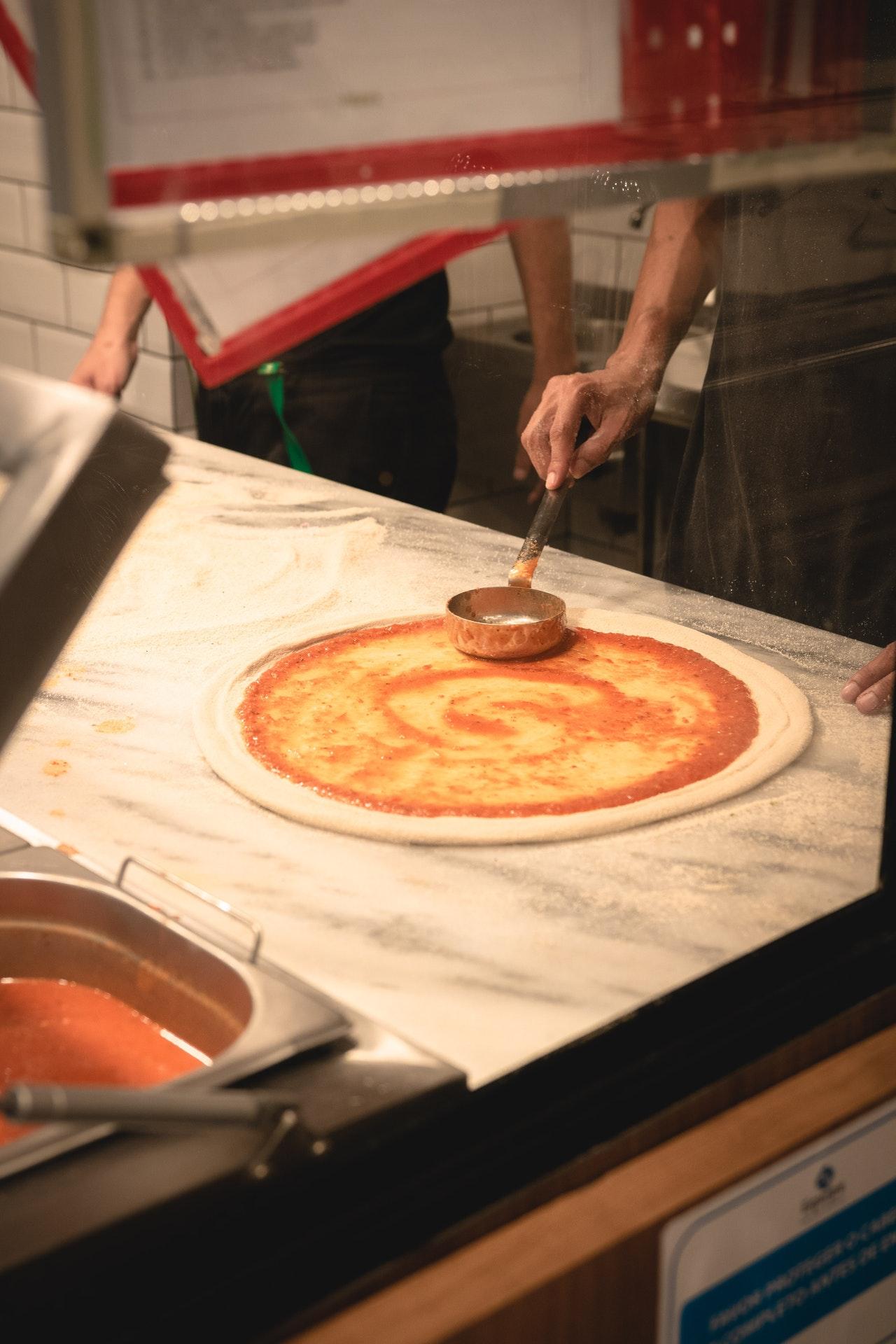 طريقة عمل البيتزا الإيطاليّة الأصليّة