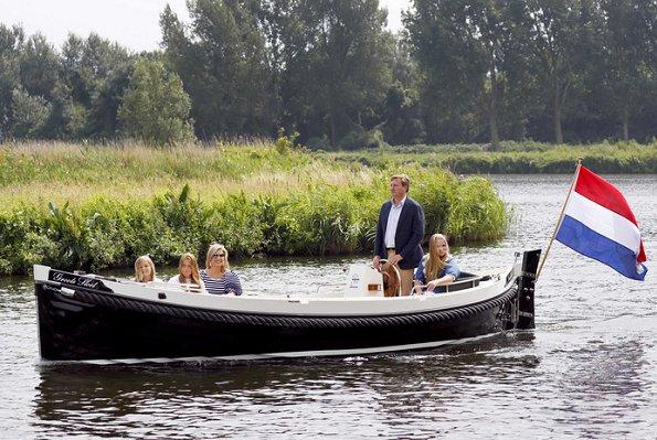 King Willem-Alexander, Queen Maxima, Crown Princess Amalia, Princess Alexia and Princess Ariane. wore dress style