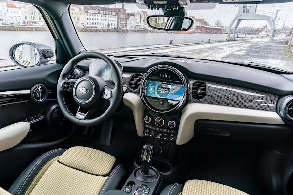 Novo MINI 5 portas 2022 ganha facelift - fotos e detalhes
