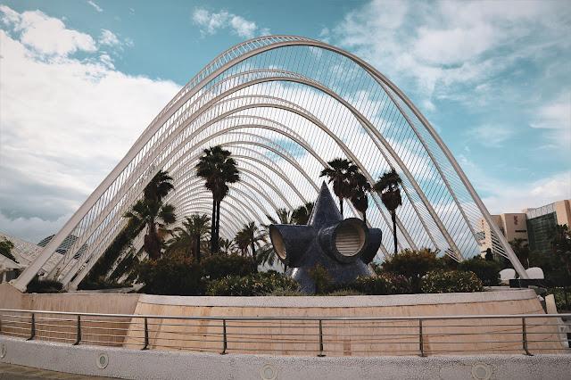 Facciata frontale dell'Umbracle nella Ciutat De Les Arts I Les Ciències in Valencia
