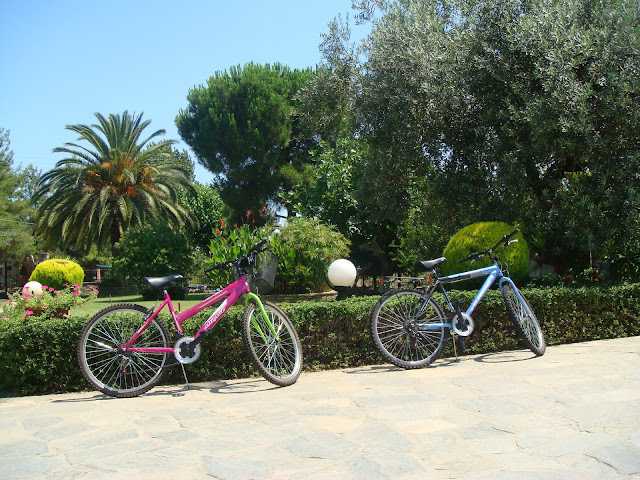 Use these bicycles for free to go for shopping or anywhere you like