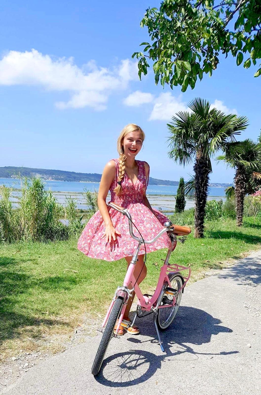 ružový retro skladací bicykel