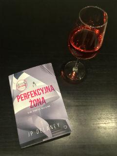 """perfekcyjny wieczór, """"Perfekcyjna żona"""" JP Delaney, fot. paratexterka ©"""