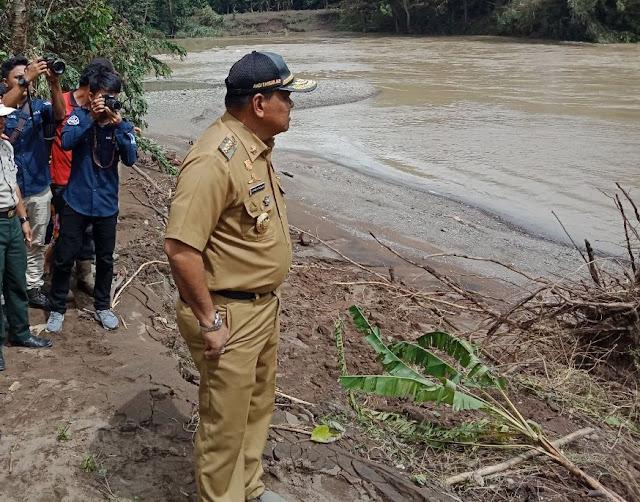 Bupati Bone Bersama Wabup dan Kasrem 141/Tp Tinjau Jembatan Putus Karena Banjir
