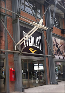 Fachada OUTLET EVERLAST