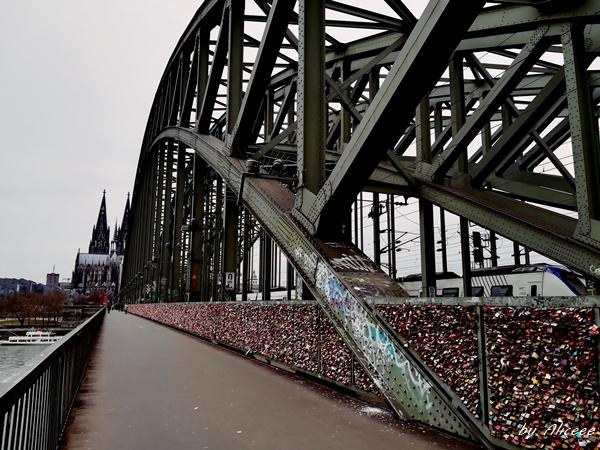 Podul-Hohenzollern-de-vazut-Koln
