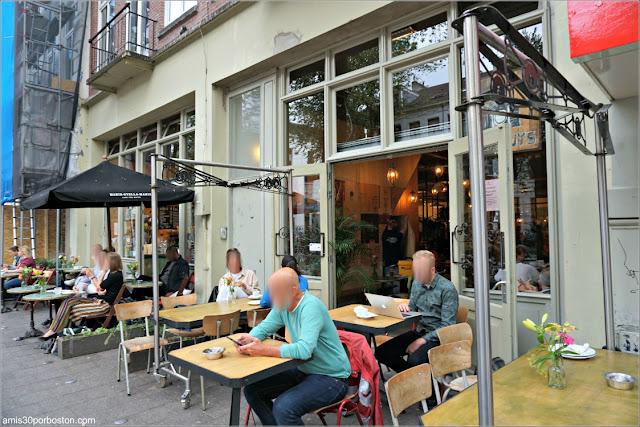 Mesas de la Terraza de Bakhuys Amsterdam