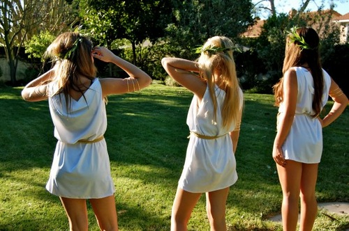 5 college theme parties and how to dress for them college gloss