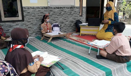 Guru di Lumajang Positif Covid-19, Program Guru Sambang Jalan Terus?