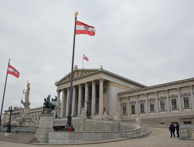 النمسا: ضباب كثيف يحيط بالتحالفات المرتقبة