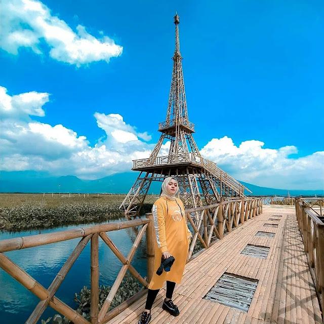 Menara Eiffel Radesa Wisata Tuntang Rawa Pening