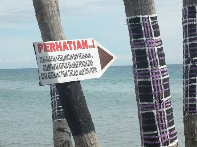 papan peringatan di pantai palippis