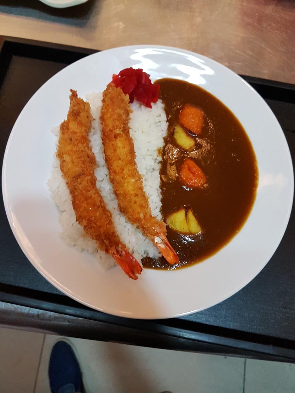 Curry with rice shrimp (cơm cari nhật với tôm chiên )