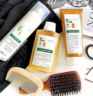 tambahkan minyak kelapa - cara merawat sepatu kulit