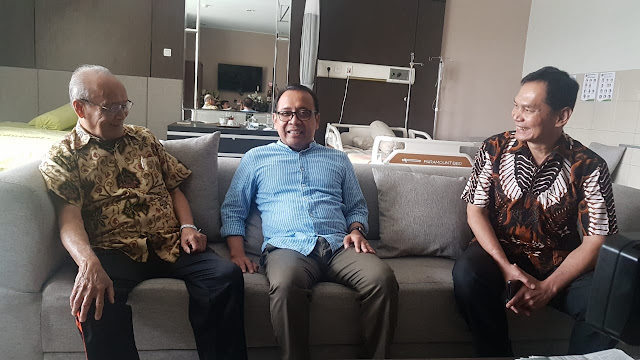 Presiden Jokowi Utus Mensesneg Jenguk Buya Syafii Maarif