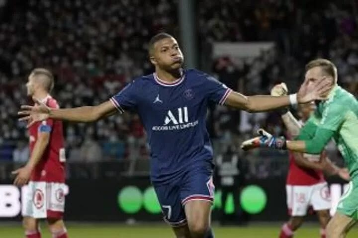 Paris St Germain continue winning start with hard-fought victory at Brest