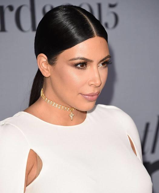 Dicas e truques são sempre bem vindos e ainda mais vindo das Kardashians, são melhor ainda. Aqui você vai conhecer 6 truques incríveis que fazem a diferença nas Kardashians e que você deveria saber para arrasar. Inspire-se e fique ainda mais linda para brilhar nas festas.