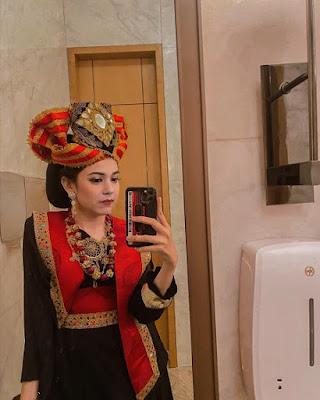 Syarifadiya Pakai Baju Minang
