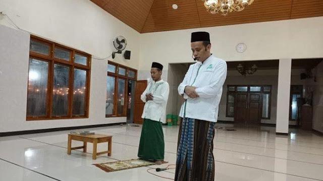 Ramadhan di Tengah Corona, Masjid Ini Adakan Tarawih Berjamaah Pakai Toa, Warga Shalat dari Rumah