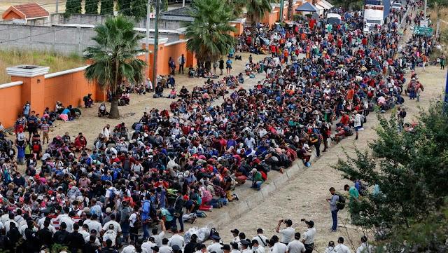 Miles de  inmigrantes hondureños marchan desafiantes rumbo a Estadios Unidos