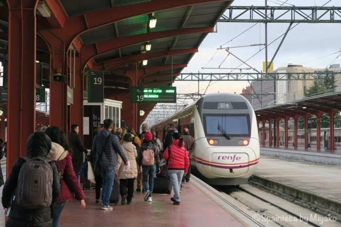 スペインのマドリード・チャマルティン駅からセゴビアへ行く電車