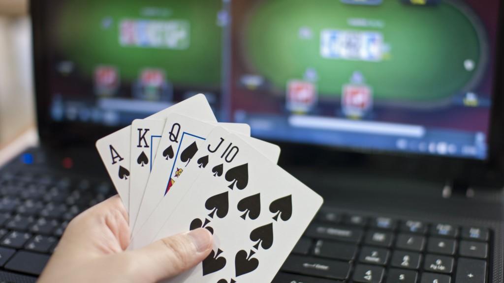 Keuntungan Apa Saja yang Didapatkan Dari Bermain Poker Online