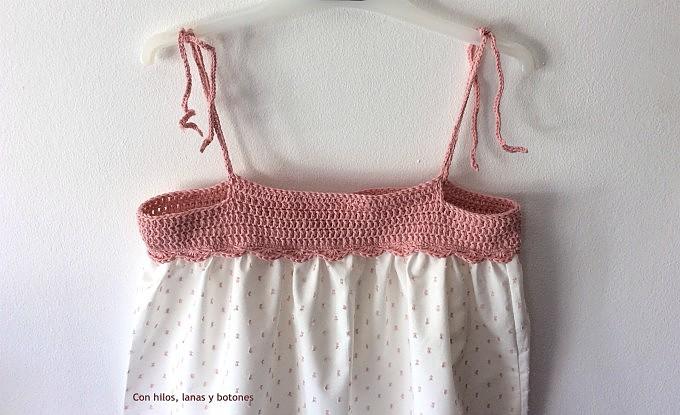 Con hilos, lanas y botones: Camisón de niña con canesú de ganchillo